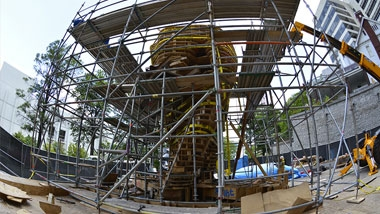 Photo of the construction of Tristain Al-Haddad's sculpture, Stealth