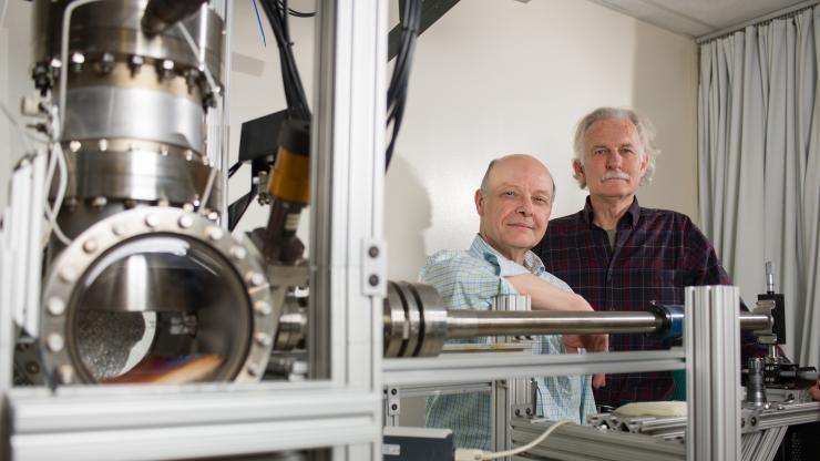 Research Horizons - Discoveries in MSE - Dennis Hess and Walt de Heer