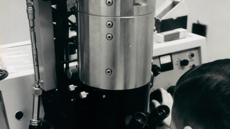 research Horizons - GTRI Past - first electron microscopes