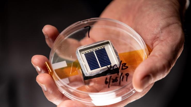 Silicon solar cell fabricated at Georgia Tech