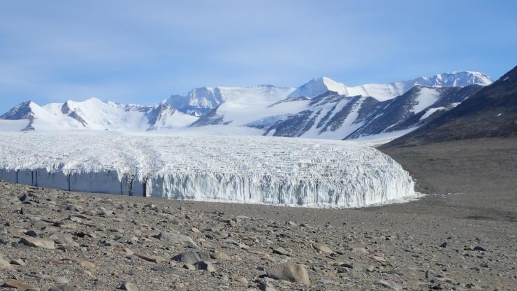 Miers Valley in Antarctica (Photo Pierre Roudier/Wikimedia)