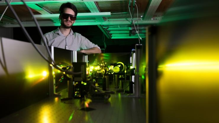 Felix Thouin in Carlos Silva lab with visible-range laser