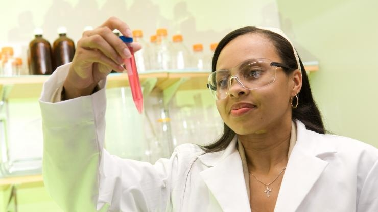 research Horizons - Treating Cancer - cmuggle powerful chemotherapeutic drugs and chemical compounds into tumor cells