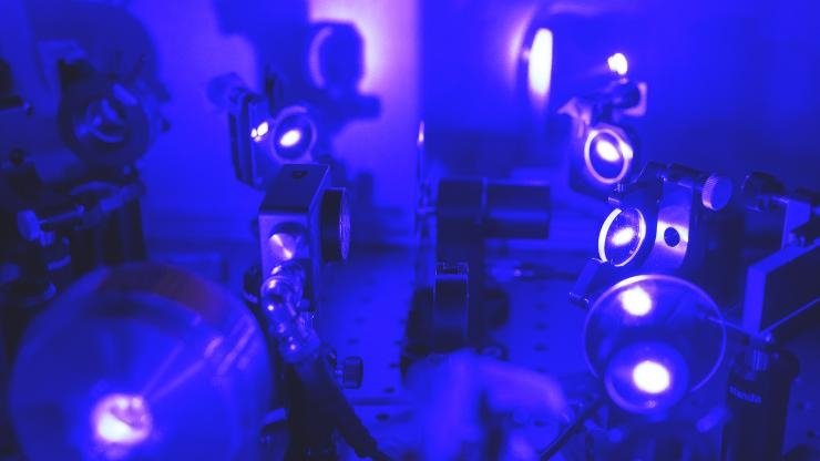 Visible laser to study semiconductor properties